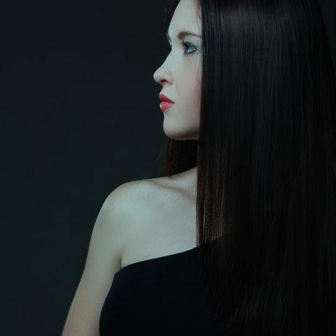 Kvinna med rakt hår